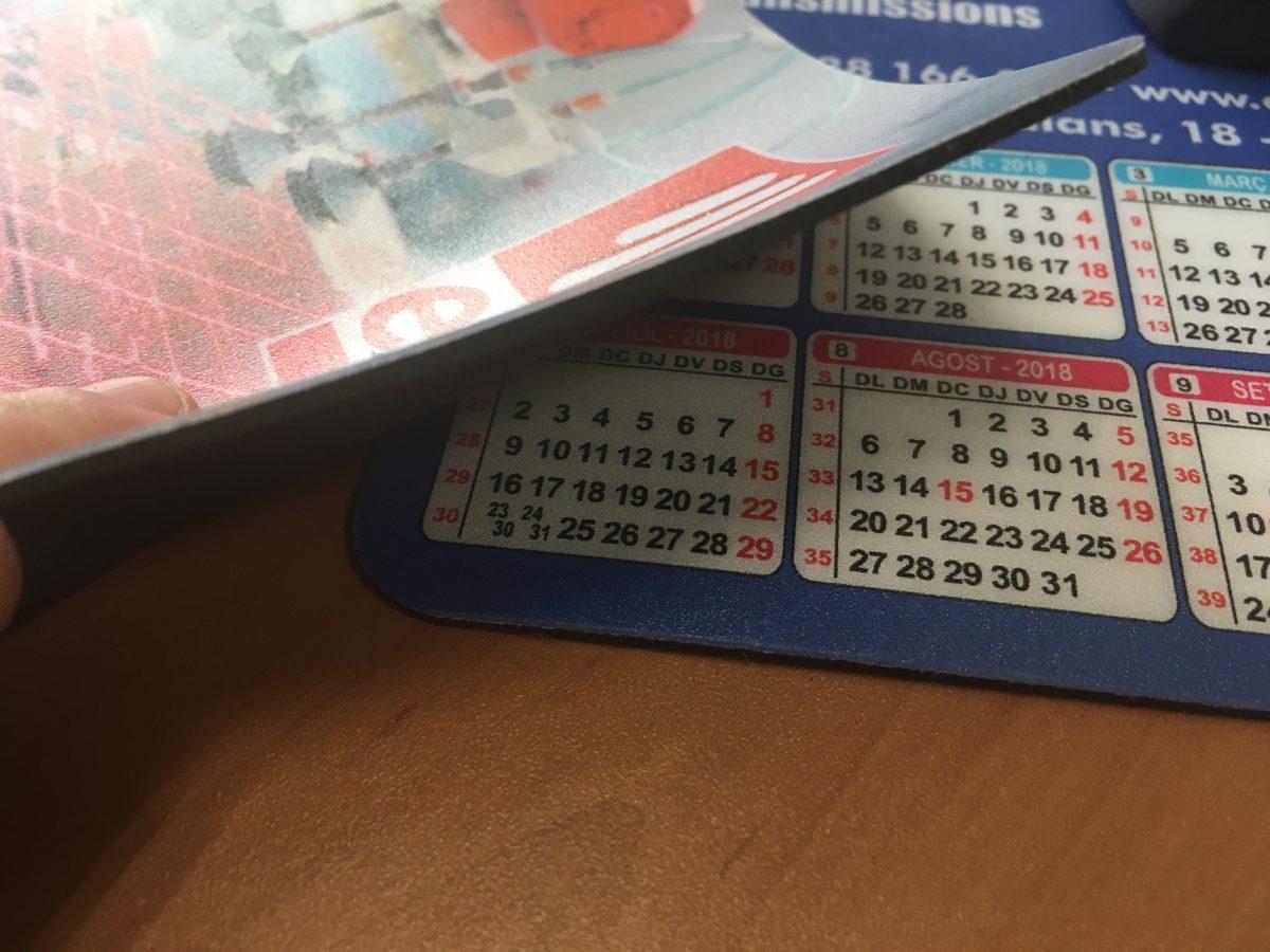 Alfombrilla de ratón con calendario impreso